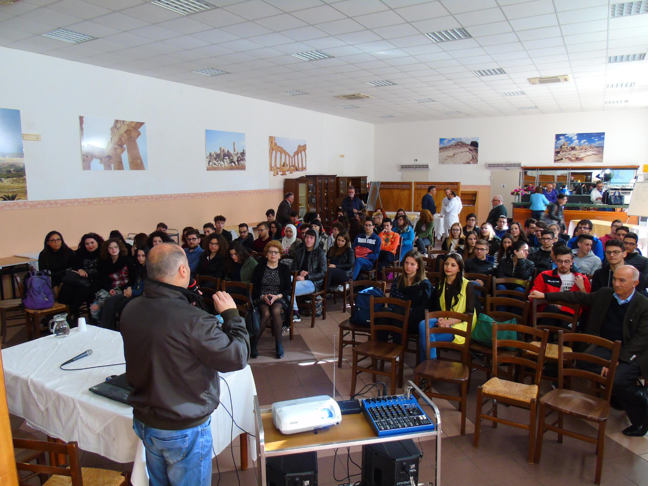 Un momento della presentazione dei risultati del Laboratorio Proditerr@ all'IPSEOA di Castelvetrano