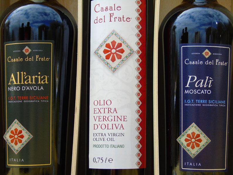"""Dettaglio delle etichette dei Vini e dell'Olio extra vergine di Oliva dell'Azienda Agricola """"Casale del Frate"""""""